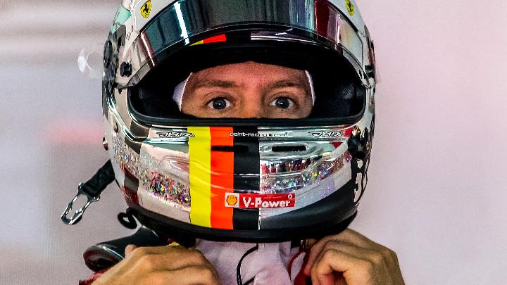 Германският пилот Себастиан Фетел (Астън Мартин) беше дисквалифициран от Гран