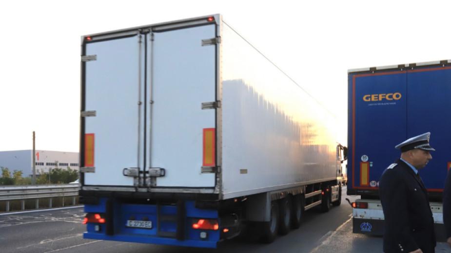 """""""Всички знаем, че претоварени камиони се движат на територията на"""