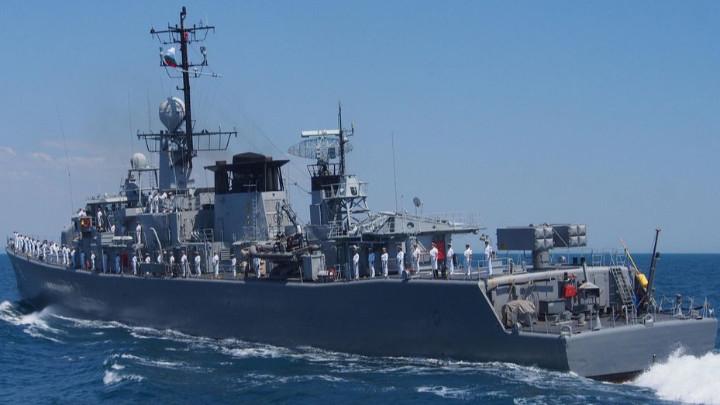"""Фрегатата """"Дръзки"""" от патрулните сили от ВМС на България."""