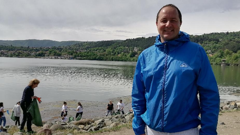 Кметът на Панчарево и почистването на езерото