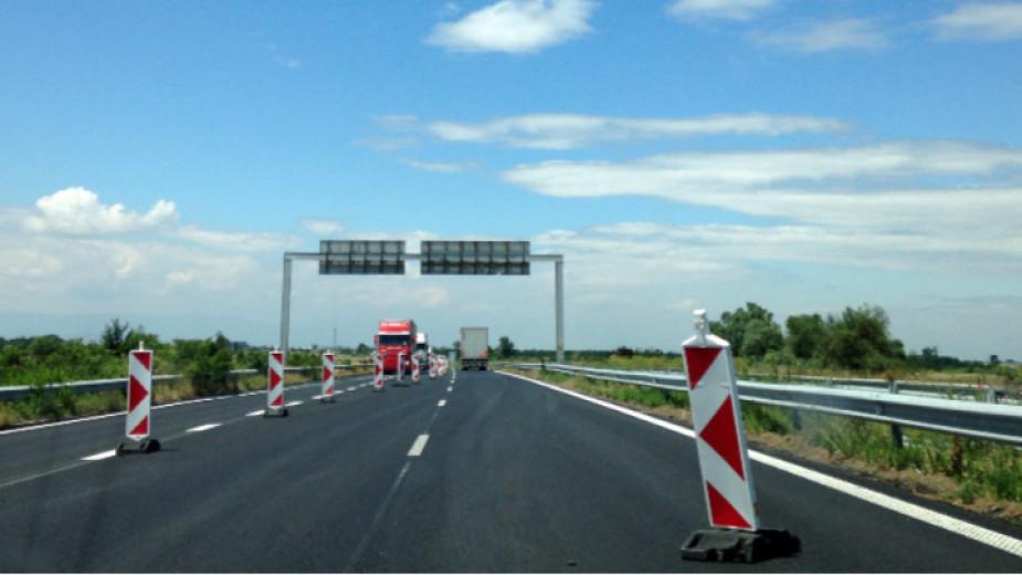Интензивен остава трафикът през старозагорското село Ракитница. Пътят през населеното