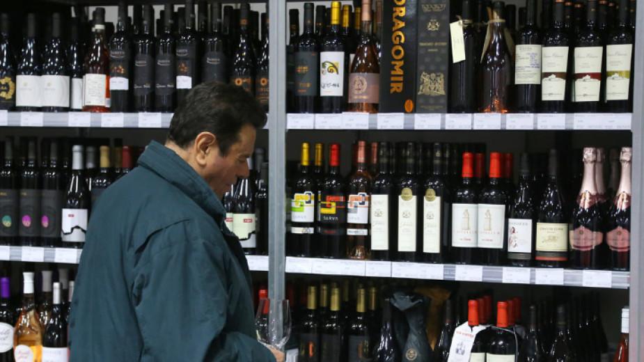 От 1 януари 2022 година тютюневите изделия и алкохолните напитки