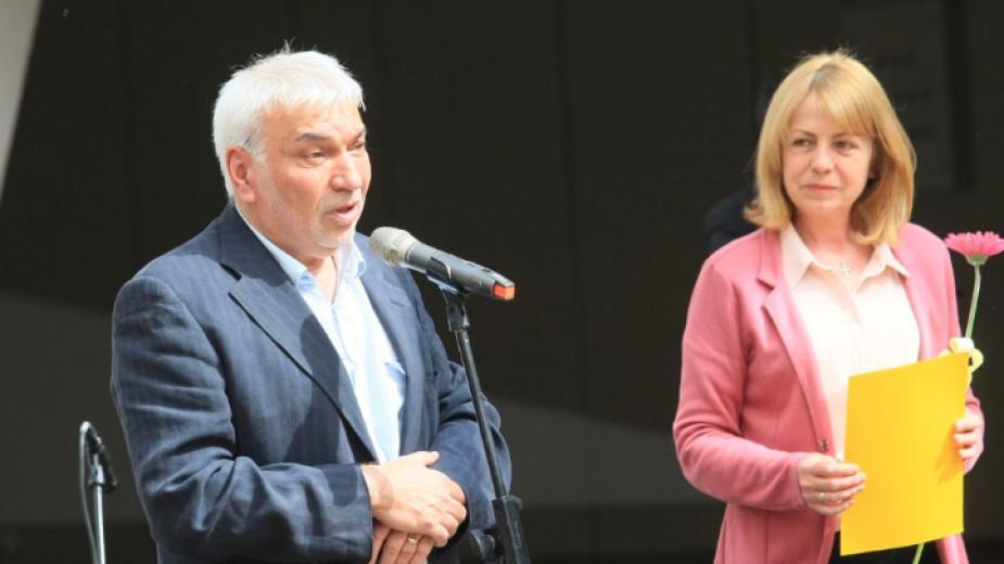 Кметът на София Йорданка Фандъкова връчи отличието на изтъкнатия ни композитор Стефан Димитров, който тази година навърши 70 години.