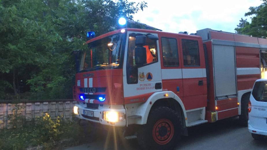 Голям пожар гори в Смолян на покрива на бизнес сграда,