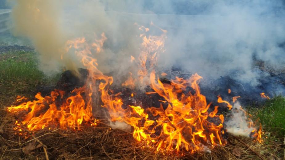 Борбата с огъня край санданското село Петрово продължава на няколко