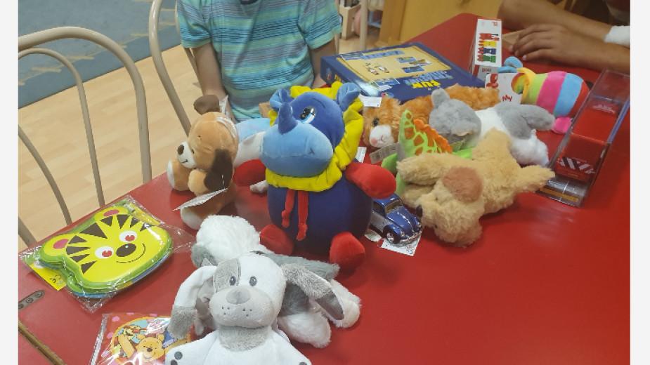 """Заедно с колеги от Хърватия, Италия и Холандия предаването """"Каста дива"""" дари играчки в Общинската болница в Мишколц"""