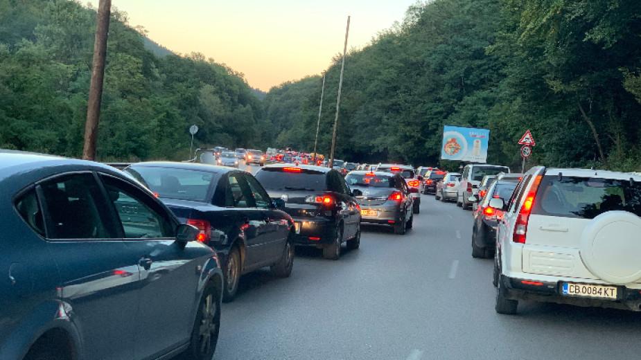 Организацията на движение по пътя за София през Владая няма