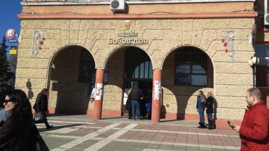Досъдебно производство в Бобов дол заради нарушаване на извънредното положение