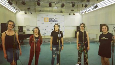 Angel Voices в звукозаписното студио на Радио Варна