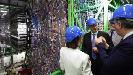 Държавният глава призова българските учени в ЦЕРН да подкрепят развитието на наука с висока добавена стойност в България