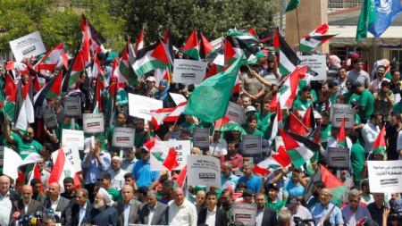 Палестинците бойкотират конференцията в Бахрейн, а пред мисията на ООН в Бейрут, Ливан, имаше протест срещу форума в Манама.
