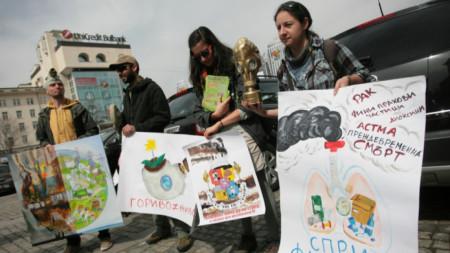 Еколози протестират срещу изграждането на бъдеща инсталация за горене на отпадъци в София. 2016 г.