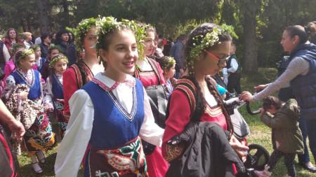 """Участнички във фолклорния фестивал """"От Цветница до Гергьовден"""""""