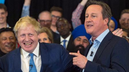 Борис Джонсън (вляво) и Дейвид Камерън. Снимка от 2016 година