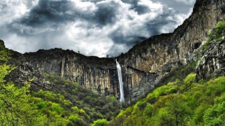 Водопадът Скакля