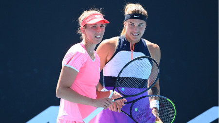 Елизе Мертенс (вляво) и Арина Сабаленка ще спорят за титлата.