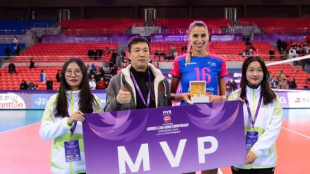 Елица Василева с наградата за MVP