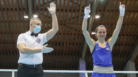 Станимира Петрова на полуфинал в кат. 57 кг. за Купа