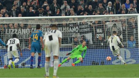 Роналдо вкарва дузпата за 3:0.