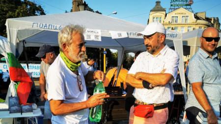 Пламен Даракчиев с издателя Виктор Лилов преди премиерата на