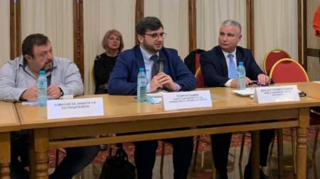 Deputy minister Georgi Sabev (middle)
