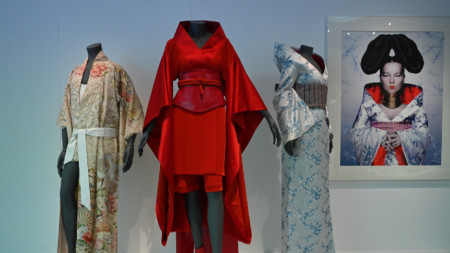Изложбата Kimono: Kyoto to Catwalk може да види във виртуалната галерия на музея