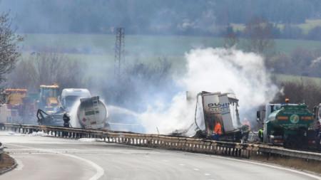 Шофьорът на цистерната е загинал при инцидента