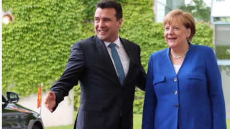 Премиерът на Северна Македония Зоран Заев и канцлерката на Германия Ангела Меркел