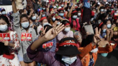 Най-мащабният протест след задържането на Аун Сан Су Чжи.