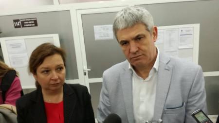 Заместник-министърът на труда и социалната политика Зорница Русинова и председателят на КНСБ Пламен Димитров
