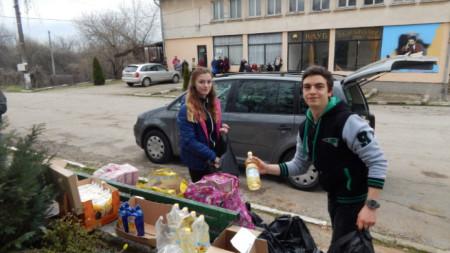 Антонина Лозанова и Ивайло Петков в село Върбовчец