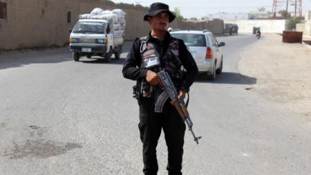 Въпреки засиленото патрулиране  в Афганистан продължават атаките срещу силите за сигурност, чиновници и цивилни.