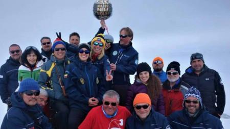 Участниците в 27-та полярна експедиция на България посрещнаха 2019 година на остров Ливингстън