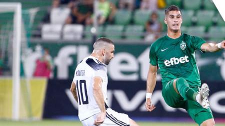 Пиерос Сотириу (вдясно) откри резултата в полза на Лудогорец срещу Мура