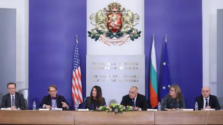 В Министерски съвет стартира Стратегически диалог България-САЩ с участието на премиера Бойко Борисов и посланик Херо Мустафа.