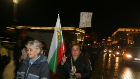 Протестът тази вечер в София с искането вицепремиерът Валери Симеонов да подаде оставка включвае автошествие с колела, мотори и коли.