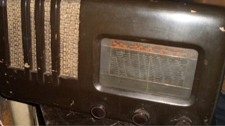 Български лампов радиоапарат