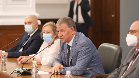 Министърът на здравеопазването д-р Стойчо Кацаров и екипът му проведоха среща с представители на Обществения съвет, създаден с цел повишаване на обществената информираност за ползите от ваксините.