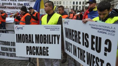 """Превозвачи от Източна Европа, включително от България, протестират пред Европейския парламент в Брюксел срещу проекта за пакет """"Мобилност 1"""""""