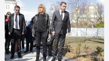 """Главният архитект (вдясно) е препоръчал площадът около храма """"Св. Ал. Невски"""" да бъде проектиран наново"""