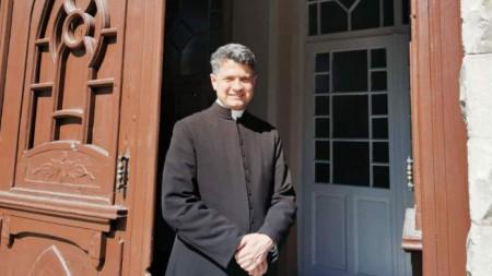 """Отец Борис от църквата """"Успение Богородично"""" в село Житница"""
