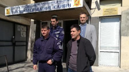 Екипът открил детето - униформените полицаи Виктор Черкезов и Христо Стоянов и ръководителите на издирвателната акция комисар Иван Русев и главен инспектор Димитър Кикьов.