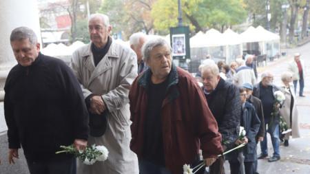 Днес, 13 ноември се състоя поклонение пред паметта на дългогодишния директор на Народен театър