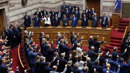 Депутатите в новия гръцки парламент полагат клетва.