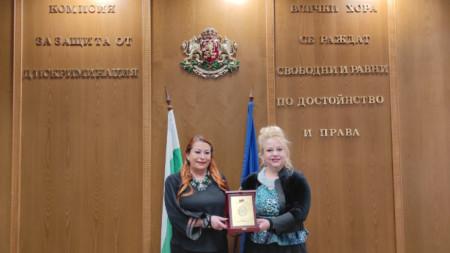 Анелия Торошанова и доц. д-р Ана Джумалиева (от ляво надясно)