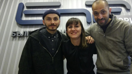 Водещата Валерия Николова заедно с Борис и Калоян Праматарови