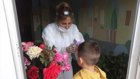 Në Ditën e Fëmijëve hyrja në kopshtet e fëmijëve bëhet vetëm pas matjes së temperaturës