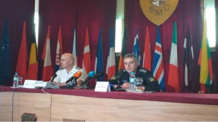 Chief of Defence Admiral Emil Eftimov (R)