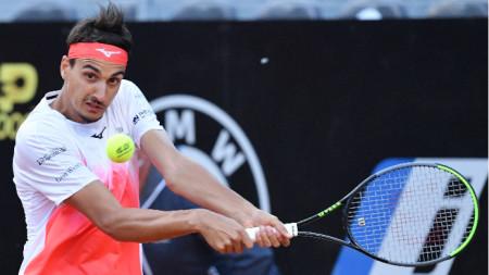 Лоренцо Сонего е на четвъртфинал в Рим.
