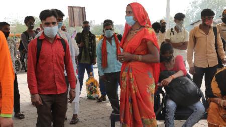 Опашка за тестване за коронавирус в Делхи, 6 април 2021 г.